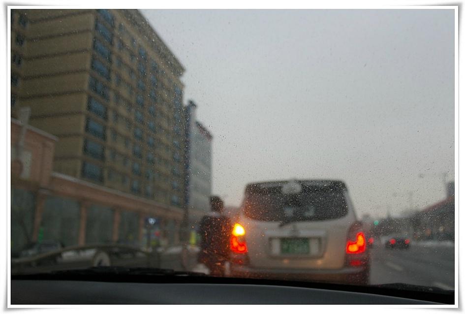 비오는 도로