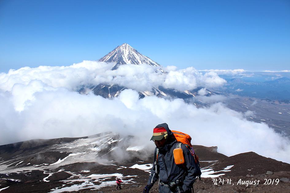 해발 2751m 아바친스키 활화산에 오르다