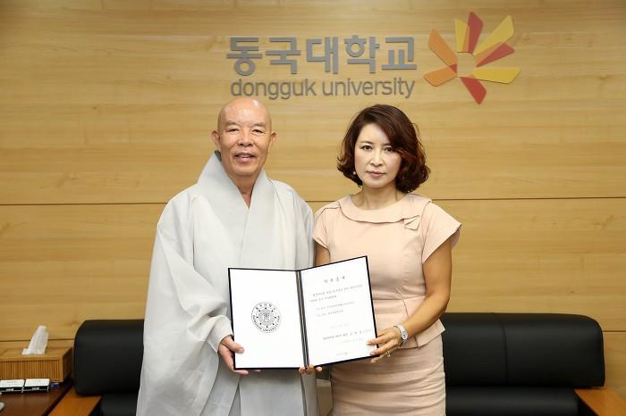 [동국대] 행정대학원 제97기 졸업생 일동, 발전기금 1천만 원 전달